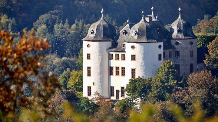 Hirsch in Flammen |Locations | Schloss Gemünden